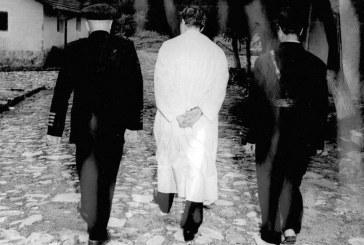 MİLLETİN SECTİKLERİNE 27 MAYIS 1960 DA DIŞ GÜÇLERİN,İÇERDEKİ TETİKCİLERİ İLE DARBE YAPILDI.BAŞBAKAN MENDERES VE İKİ BAKAN İDAM EDİLDİ.BUGÜN DE AYNI SAHNEYİ ÖZLEYENLER YİNE SAHNEDE. HALKIMIZ 15 TEMMUZDA OLDUĞU GİBİ,24 HAZİRANDA GELECEĞİNE VE LİDERİNE SAHİP ÇIKACAK.